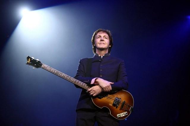 Paul_McCartney_black_and_white_2010
