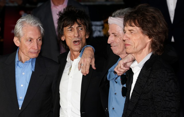 "Rolling Stones members Charlie Watts (L), Ronnie Wood (2nd L), Keith Richards (2nd R) and Mick Jagger arrive for the world premiere of ""Crossfire Hurricane"" at the Odeon Leicester Square in London October 18, 2012. REUTERS/Suzanne Plunkett (BRITAIN - Tags: ENTERTAINMENT) - RTR39AR8"